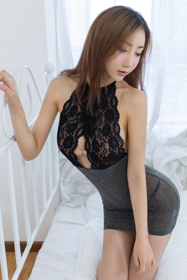 セクシー下着の通販商品:ラメ入り・ホルターネック・タイトドレス・黒・イメージ写真2