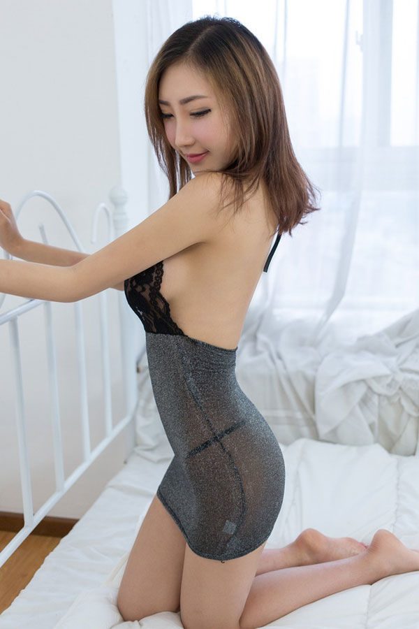 セクシー下着の通販商品:ラメ入り・ホルターネック・タイトドレス・黒・イメージ写真4