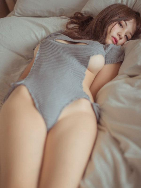 セクシー下着の通販商品:悩殺!背中が大きく開いたニットのテディ・イメージ写真2