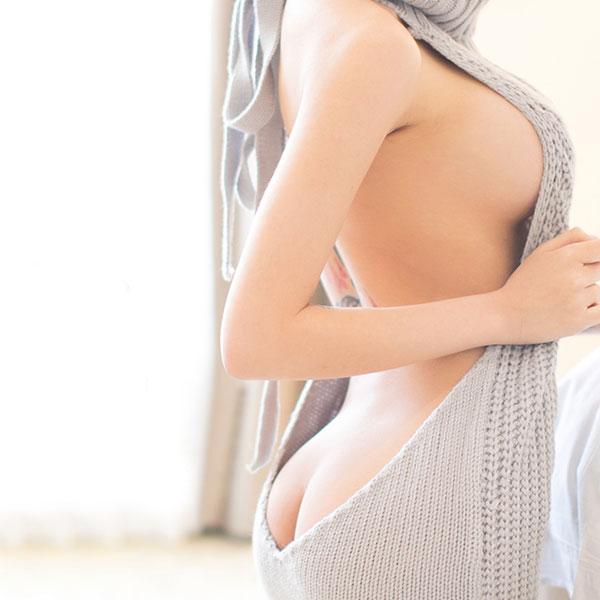 セクシー下着の通販商品:悩殺!背中が大きく開いたセーター・グレー・イメージ写真2