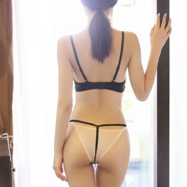 セクシー下着の通販商品:花柄刺繍・ブラセット・イメージ写真4