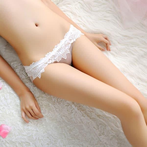 セクシー下着の通販商品:花柄レース・フルシースルー・フルバックショーツ・白・イメージ写真1