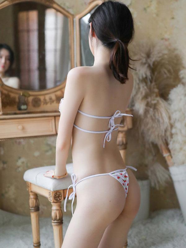 セクシー下着の通販商品:イチゴ柄・サイド結び・ローライズマイクロビキニ・イメージ写真2